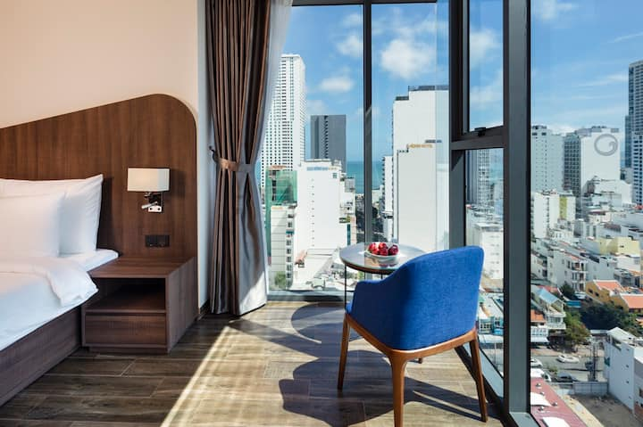 Amber Hotel Nha Trang|Deluxe Triple City View