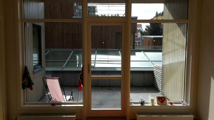 Cozy apartment, on top of the mall - Arendal - Apartament