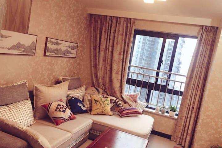 从全重庆路过|loft|温暖大卧室|解放碑15分钟|步行可达南坪商圈 - Chongqing - Hus