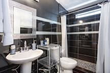 Always provided a clean and shower ready bathroom, please be aware the bathroom is shared but only among Airbnb guests,