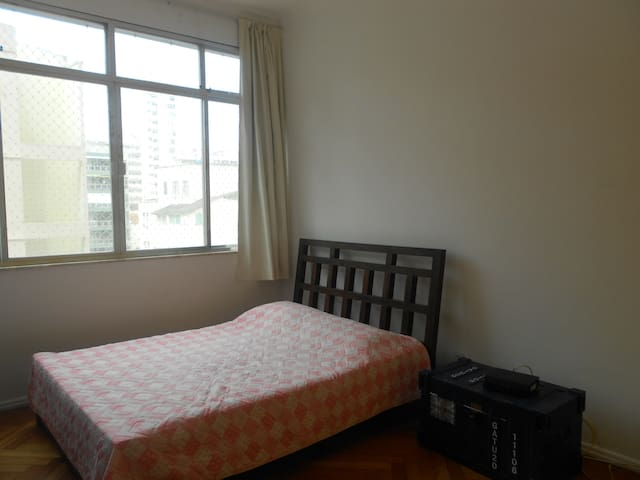 Nascimento 108 | Wi-fi and TV | 2 rooms | 4 pax
