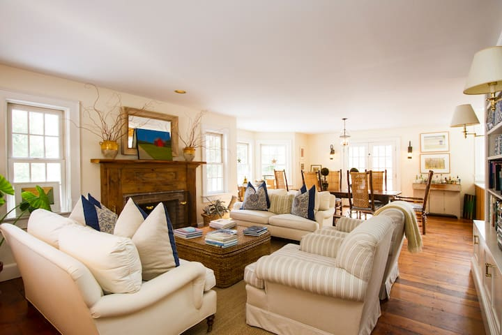 Stunning designer's home with private setting - Bridgehampton - House