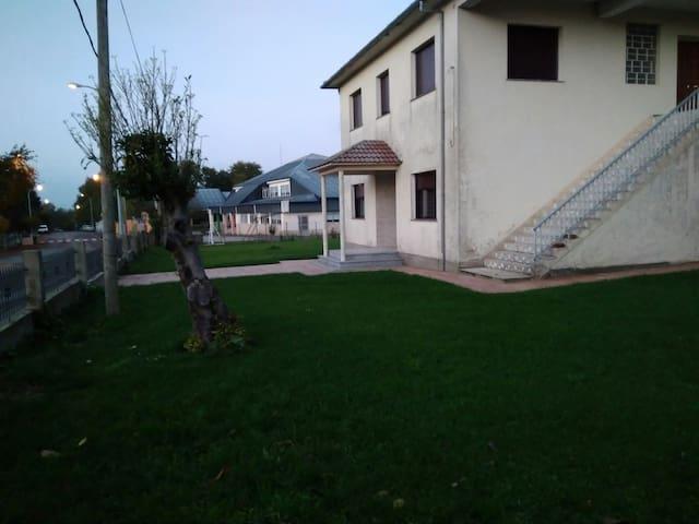 Casa céntrica en Paradela (Lugo)