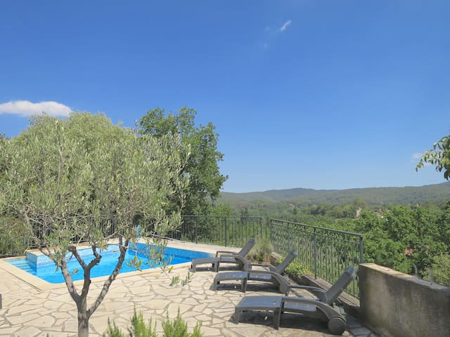 Hill top Villa  for 6 with pool and garden in Town
