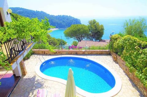 VILLA MEDITERRANIA just 120m. Canyelles beach -Vacances & Villas Lloret