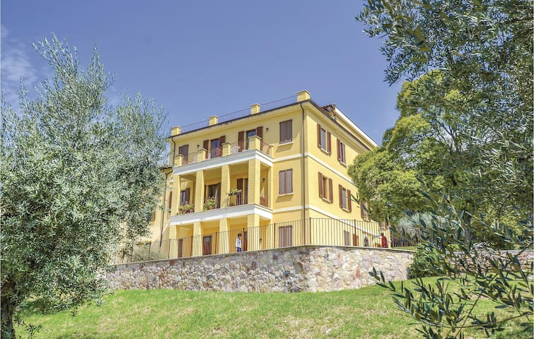 Holiday cottage with 6 bedrooms on 400m² in Assisi (PG)