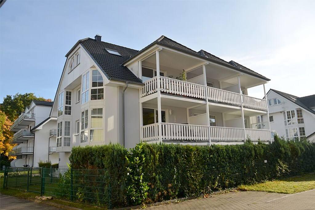 Die Hausansicht der Ferienwohnung Schulte in Baabe auf Rügen.