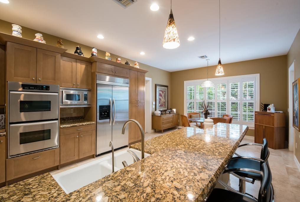 Full amenities kitchen