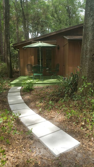 Little Cottage In The Woods Guest Suites For Rent In Deland Florida United States