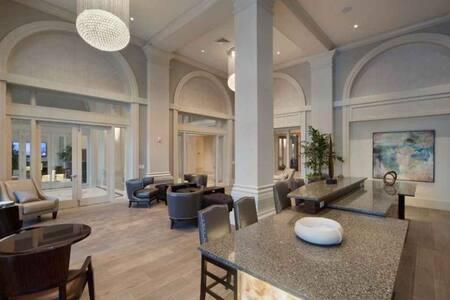 luxury Condo - Apartment