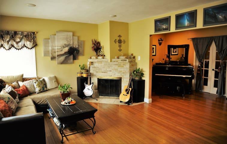 LAX Casa de Paz - Cozy Converted Office for One