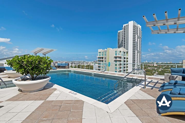 Sextant | Las Olas Loft #3 | Heated Rooftop Pool + Hot Tub | 10 mins to Beach