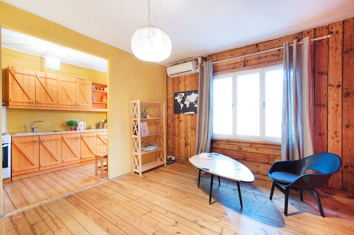 Unique colorful design, baby friendly, near C