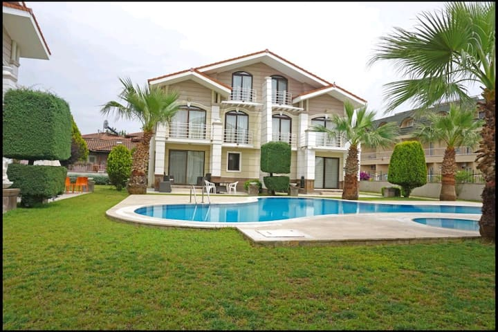 Belek, Luxury 3 bedroom villa with pool for 6 ppl.