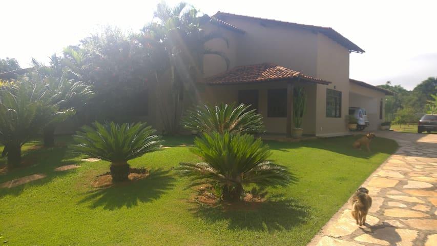 SUÍTE DENTRO DA CASA - BRASÍLIA - Huis