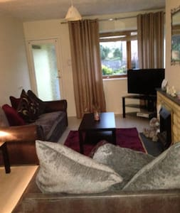 Room in house share centre Hagley - Hagley - Casa