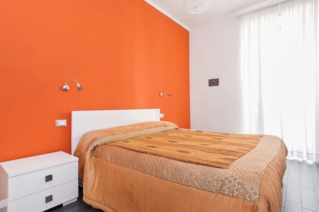 B b orange room chambres d 39 h tes louer rome latium for Chambre hote orange
