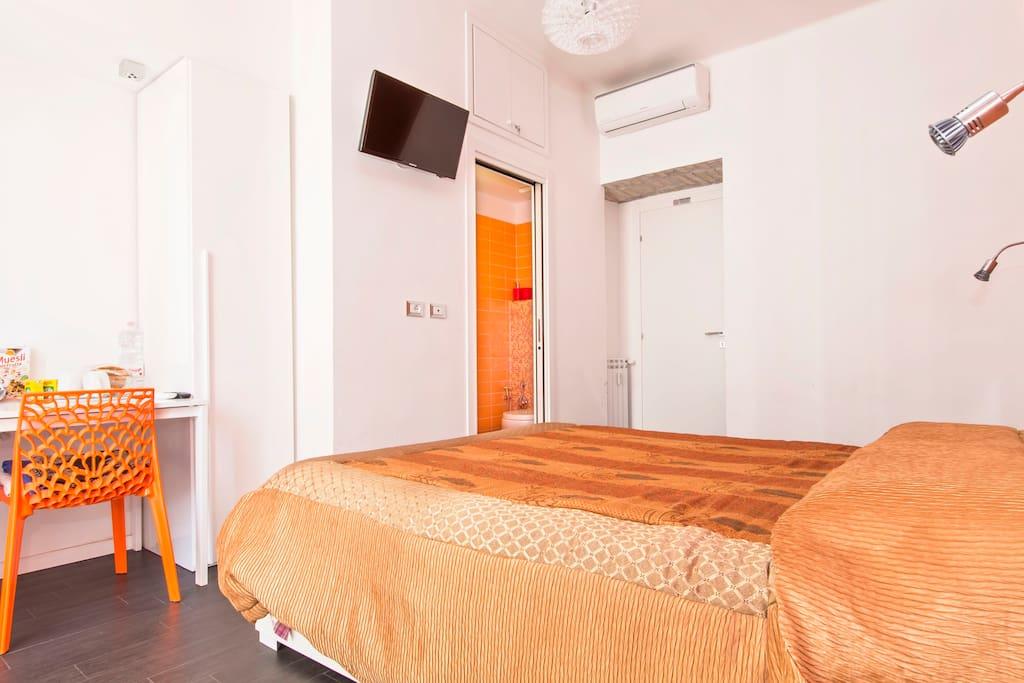 B b orange room chambres d 39 h tes louer rome latium for Chambre hote orange