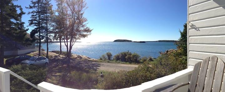 Pemaquid Harbor Waterfront Cottage