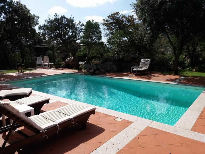 Charming Villa Sara in Rural Area near the Sea with Mountain Views, Wi-Fi, A/C, Terrace, Garden & Pool; Parking Available