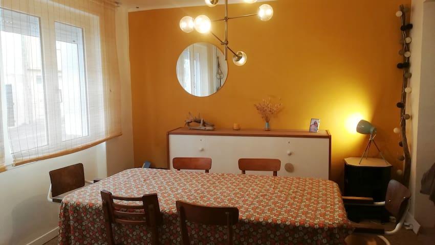 Salle a manger (table a rallonge 10 personnes)