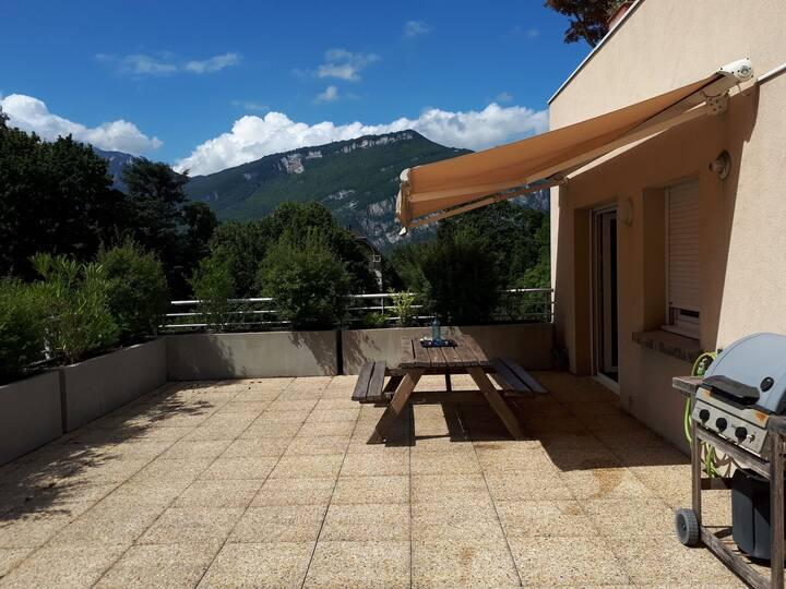 Banlieue nord Grenoble - T3 avec grande terrasse