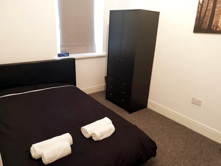 New Double Room By Cardiff City, Uni & Hospital