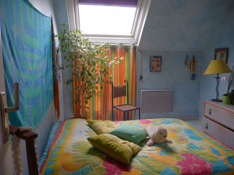 Chambre 1, lit 140cms, 2 pers. A bed for 2 people.