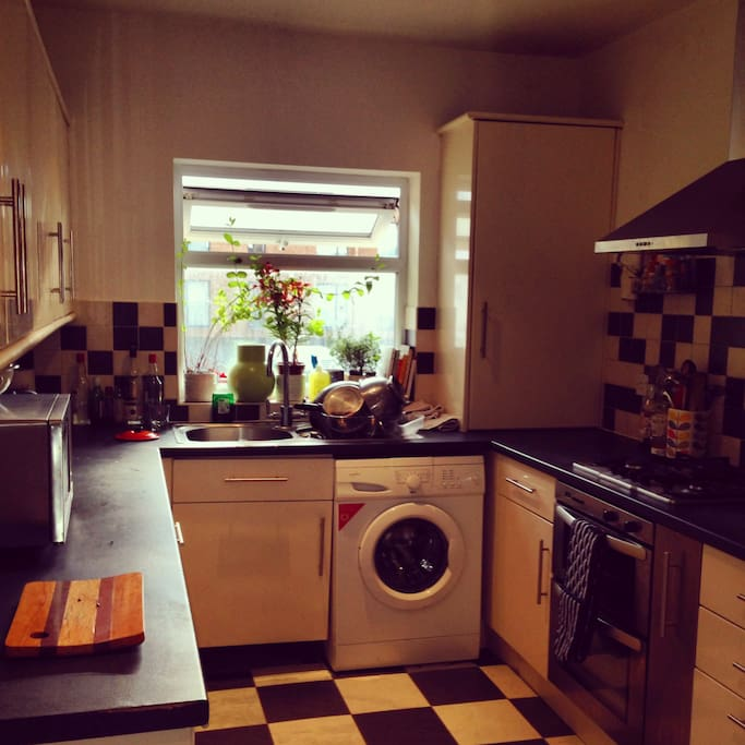 Well equipped kitchen with oven, grill, washer, dryer, dishwasher, microwave and toaster. We also have mint and rosemary plants that you can use for cooking. Lots of work space and more than enough cutlery, crockery and kitchenware.