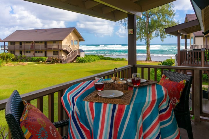 Hanalei Colony Resort E3 -on the beach, remodeled inside, upstairs,ocean view