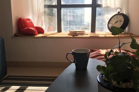 【已清洁消毒 】深圳北站 直达香港口岸/出差首选 1.8米超大床房  温馨舒适北欧风公寓