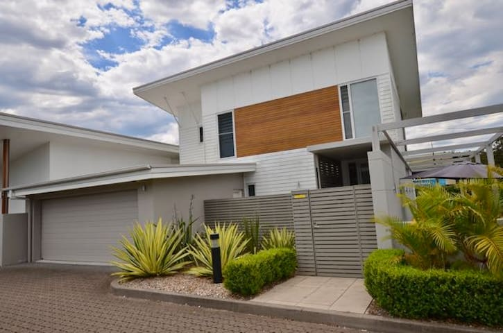 Executive Residence - Erina - House