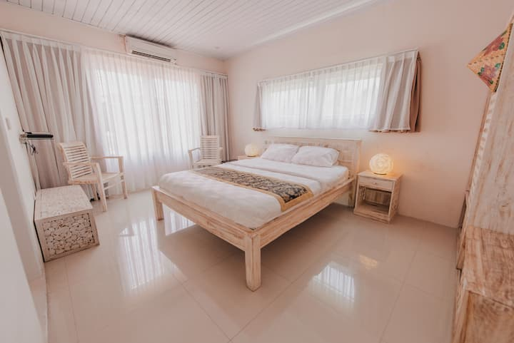 Room in Canggu Berawa, 5 mins drive to Finns (2)