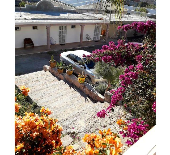 Habitación Independiente Jardín las palmas 1