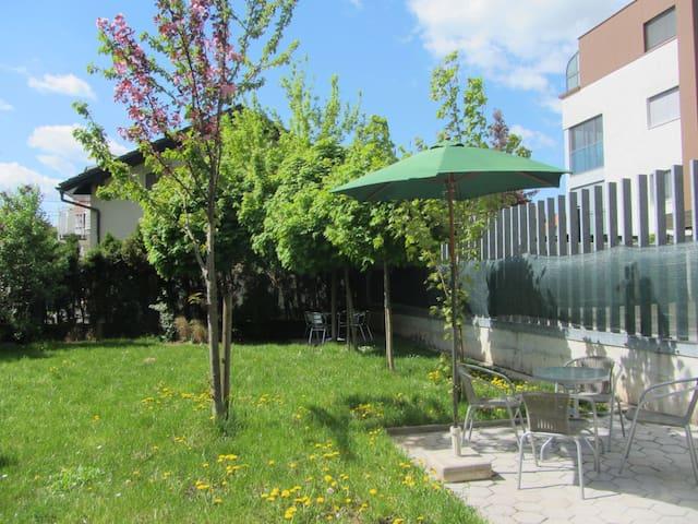 Dunajska Two Flat Ap+parking+garden - Ljubljana - Apartment