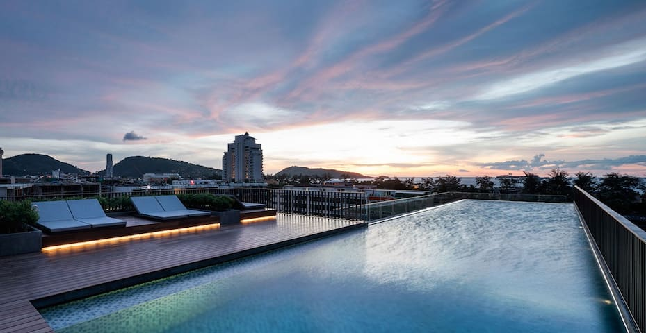 Luxury 1 bedroom The Deck Patong seaview pool, gym