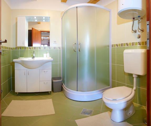 wc+shower