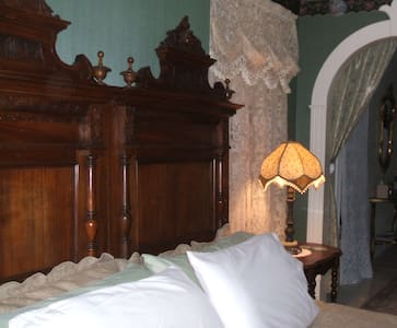 A Historic and Romantic B&B! - Pennellville