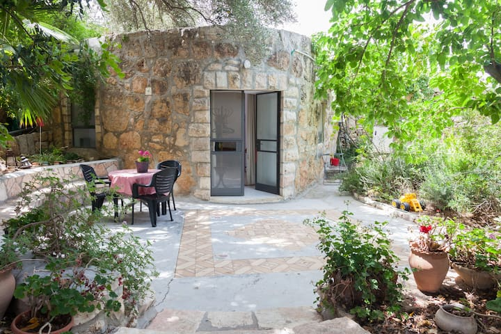 Beautiful studio apt in Ein Kerem   - Jerusalem