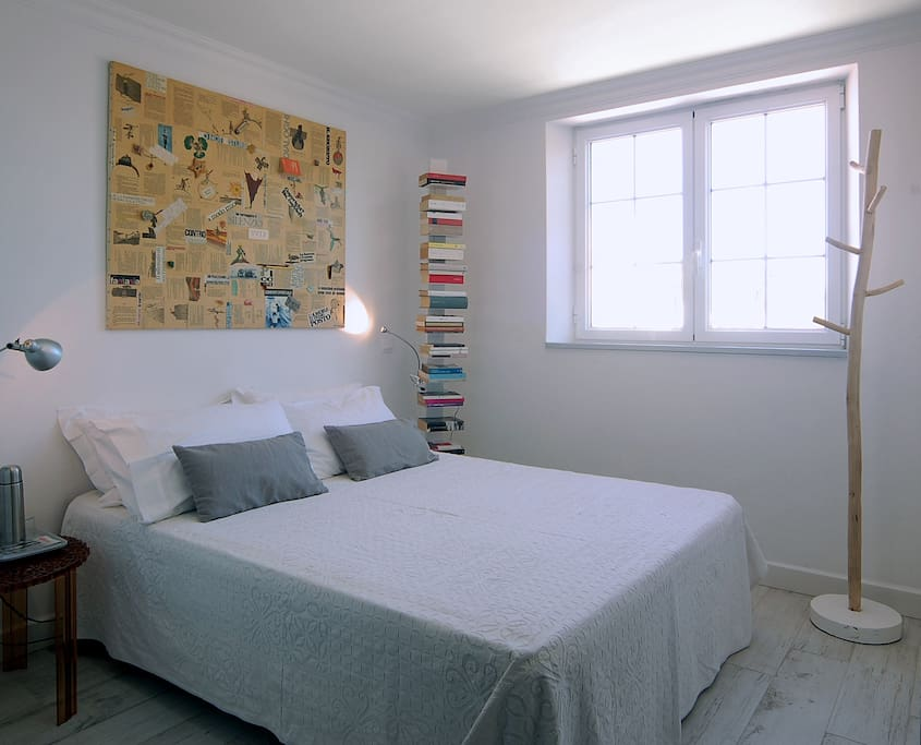 Picasso at Casa Bonita Menorca: double room with one bed (150x190 cm.) and  private bath en suite.