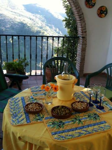 Casa Rebecca, sleeps 10, car park - Jubrique - House