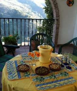 Casa Rebecca, sleeps 10, car park - Jubrique - Hus