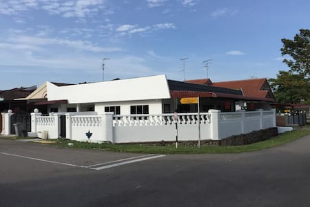 Newly Furbished, Peaceful Residence - Skudai
