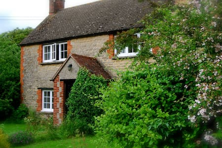 Lovely Country Cottage - Piddington