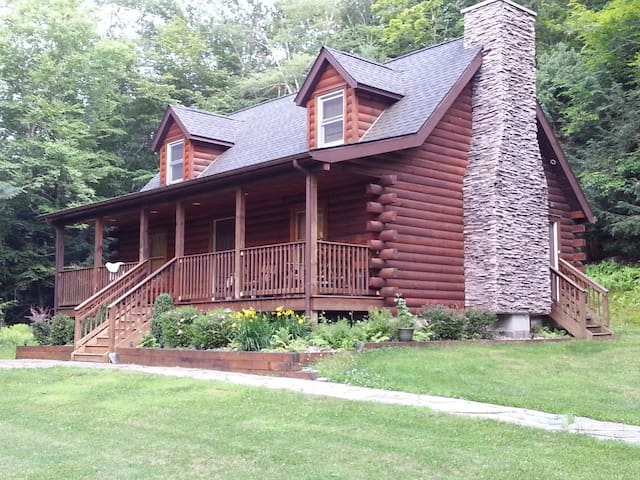 Private setting Log Home near all!! - Monticello - Hus