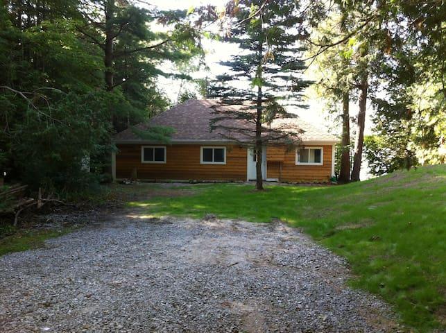 Pristine cottage on Lovesick Lake   - Harcourt - Cabane