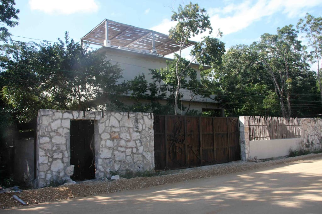 External view of the house from the Street (Calle Palenque)