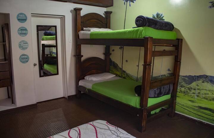 Habitación Triple/Cuádruple en 82HOSTEL.com