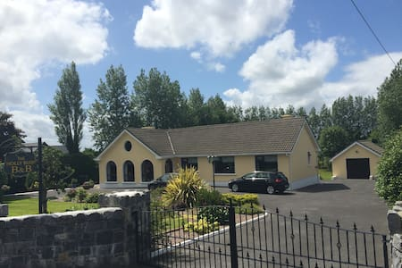 The Holly Bush - Athlone - Bed & Breakfast