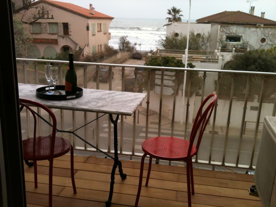 balcon, avec barbecue au gaz, vue sur mer